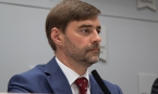 Железняк обвинил Макрона в следовании указаниям европейской бюрократии