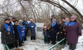 Цветы у Долговременной Огневой Точки (ДОТ) – дань памяти героям - защитникам Москвы 1941 года