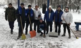 Единороссы и моржи «Покровского-Стрешнева» придумали новый зимний вид спорта