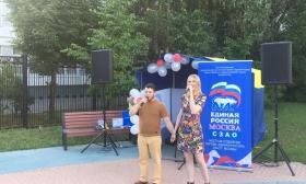 Партийцы поздравили жителей района Митино