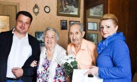 Единороссы СЗАО поздравили супружеские пары с Днем Семьи, Любви и Верности.